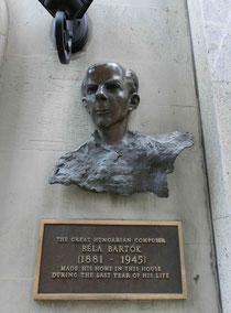 最後の住居に掲げられた像とプレート