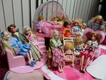クリックで写真拡大。20体ほどある人形の一部。