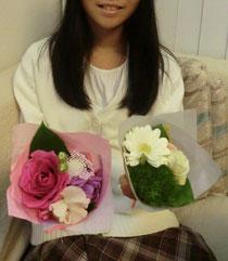 娘がこっそりと私たちに買ってきてくれた花束