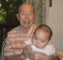 90歳の稔と0歳の祐希