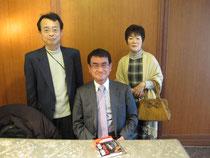 高野光二郎氏に河野太郎先生との記念写真を撮っていただく。