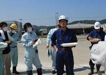 廣末清久氏と安田勝幸氏が石巻漁港で説明してくれた