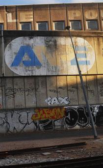 Ancien logo de l'ANPE (Pôle Emploi de nos jours) en face de l'université de Nanterre, au niveau de la gare.