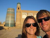 """Im Hintergrund das """"Kalta Minor"""" in Khiva"""