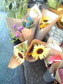 花屋さんの向日葵、可愛い♪
