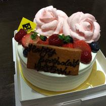 バラのケーキです(^^♪