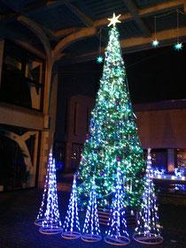 大久保の淀橋教会にあるクリスマスツリー