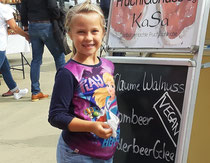 Unsere Greta, nun ist sie schon so gross und hilft auf Märkten mit. (Worpswede 09/19 )