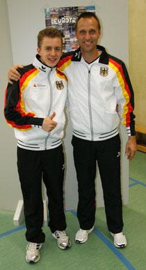 Daniel Schmidt (links) mit Cheftrainer Michael Kuhn.