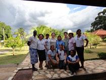 Equipe Geral com as Jovens Irmãs