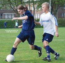 Chris Wiemker (links) trug schon in der Jugend das Trikot des VfL