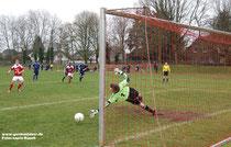 So war es beim Aufeinandertreffen im März: Abraham trifft per Elfmeter zum 1:0-Siegtreffer für den TSV.