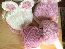 手編みの帽子「うさ帽」