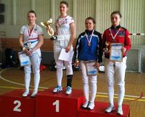 Анна Виноградова (вторая справа)