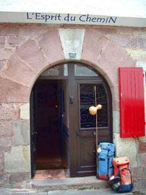 """Eingang der Herberge """"L'Esprit du Chemin"""" in Saint-Jean-Pied-de-Port"""