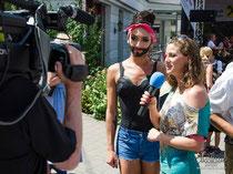 Conchita Wurst als Ehrengast beim Wörgler Stadtfest 2013 im Interview mit Moderatorin Adriane Gamper