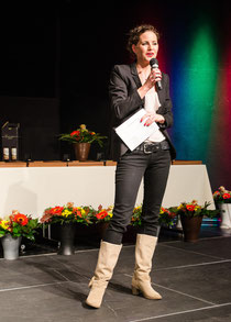 Adriane Gamper moderiert den Ehrenabend 2013 der Stadt Wörgl