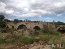 Puente sobre el ortiga, junto a la ermita de La Antigua