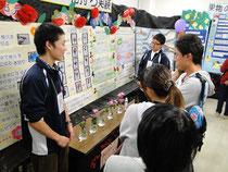 学生は研究室ごとに揃いの上着を作っているようです