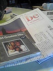 今朝の朝日新聞と手前はABBAのベストアルバム(レンタル落ち:中古CD)
