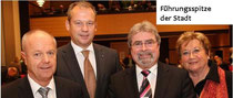Die neu gewählte Spitze des Rates der Stadt Wilhelmshaven: Oberbürgermeister Andreas Wagner (2.v.links, CDU) wird künftig in repräsentativen Dingen vertreten von den beiden neu gewählten Bürgermeistern Fritz Langen (2.v. rechts, CDU) und Holger Barkowsky
