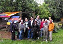 Die Mitglieder des SPD OV Voslapp mit den Verantwortlichen des Abenteuerspielplatzes
