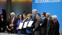 Unterzeichneten heute den Koalitionsvertrag: Die Parteivorsitzenden und Generalsekretäre von SPD und Union. (Foto: DPA)
