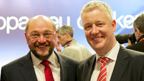 Haben sich auf dem Parteitag am Sonntag getroffen: Der Präsident des Europäischen Parlaments Martin Schulz und MdEP Matthias Groote. (Foto: Matthias Groote)