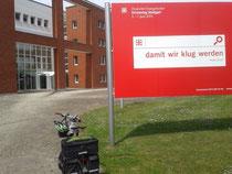vor dem EKD-Kirchenamt in Hannover