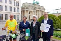 neben mir von links Frau Dr. Hendricks, U. Schauws, MdB, Dr. Ernst (Foto:BMUB)