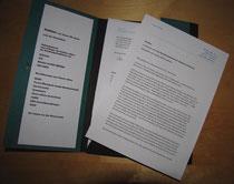 Die übergebene Mappe mit der Petition, der Unterschriftenliste (Stand per 17.5.: 417) und den Stellungnahmen der Bundestagsfraktionen und der kontaktierten Organisationen