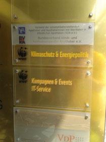 Schild am Eingang zu den WWF-Büros in Berlin