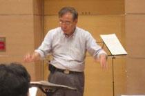 練習中の吉市先生です