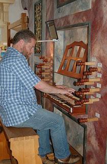 Im Urlaub an der historischen Thoma-Orgel im Kloster Schlehdorf, Bayern