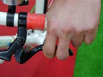 ブレーキやシフターも動かすことによって固着を防げます。