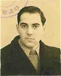 Roblès, jeune (clic pour le site de l'auteur)