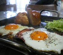 アツアツごちそう鉄板で朝食