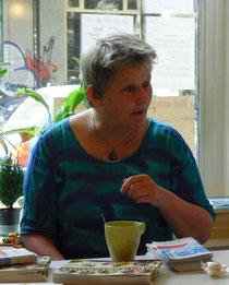 Frau Overbeck beantwortete Fragen der Besucherinnen