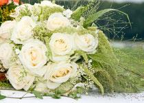 Hochzeitsplaner und Brautstrauß