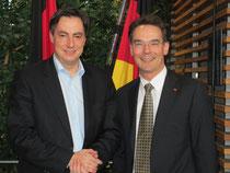 Ingbert Liebing (re.) mit dem Ministerpräsidenten des Landes Niedersachsen David McAllister