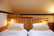 B&B rooms in the Plume near Fleet, Hampshire