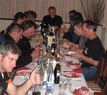 Caglio, gemeinsames Dinner