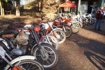 bunte Mischung an Trialmotorrädern. Image: Trialkollektiv