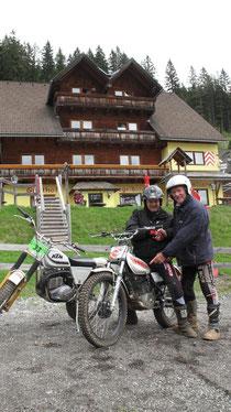 Teilnahme als Geburtstagsgeschenk für Andreas Holzman (l) auf Yamaha TY mit Mick Andrews (r)