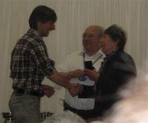 Mary Driver überreicht mir den Finisher-Award