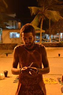 Uno de los chicos artesanos, él es de Málaga, España