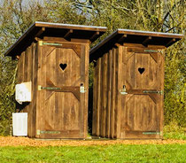 Duschkabine und Klohaus aus der Holz-Manufaktur Pletz