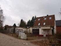 Ruine und erhaltene Bausubstanz am Spitzbergenweg