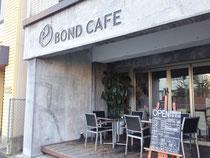 近隣には人気カフェも ↑