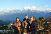 """Shooting auf dem """"Poonhill"""" (3210m), unser Höhepunkt auf dem Trek. Im Hintergrund der Dhaulagiri (8167m), der 7. höchste Berg der Welt."""
